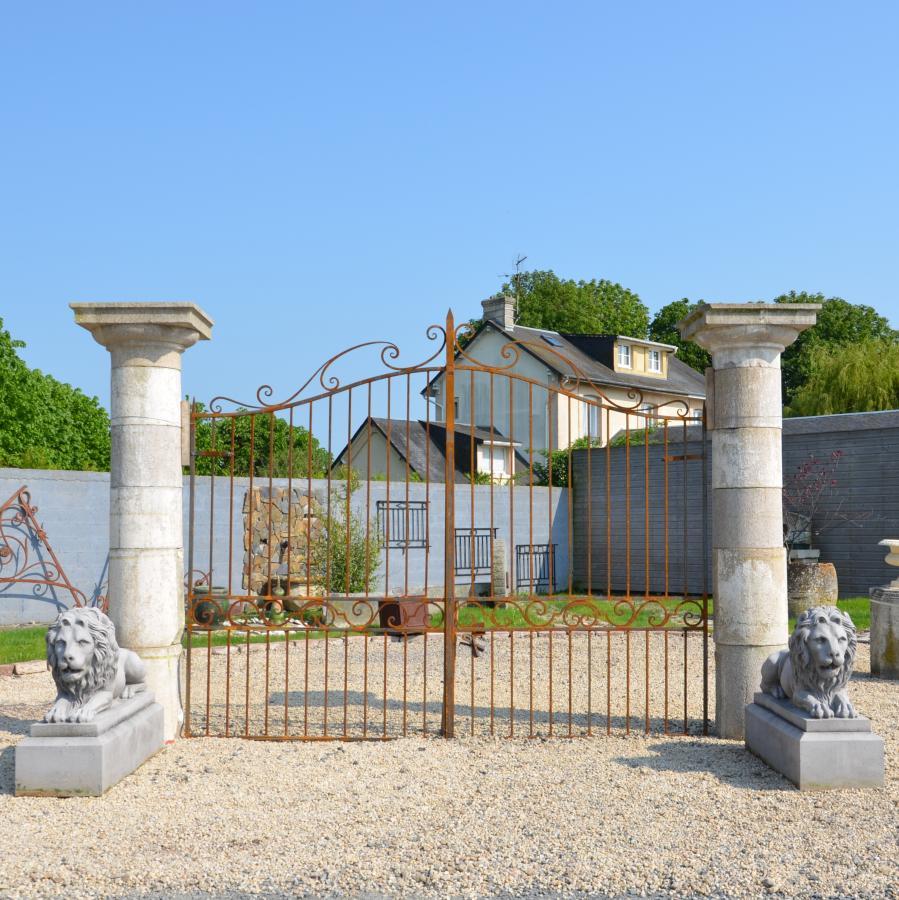 piliers en granit - pair antique stone columns