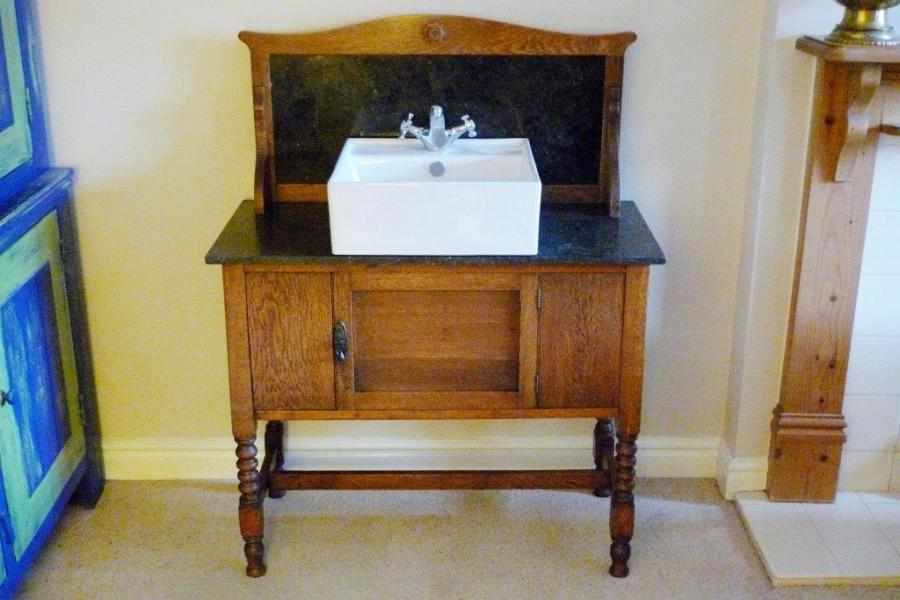 Washstand oak,stylish turned legs, Art nouveau influence. c.1910