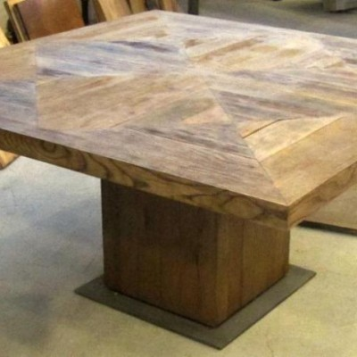 Square-oak-pine-table manufacture