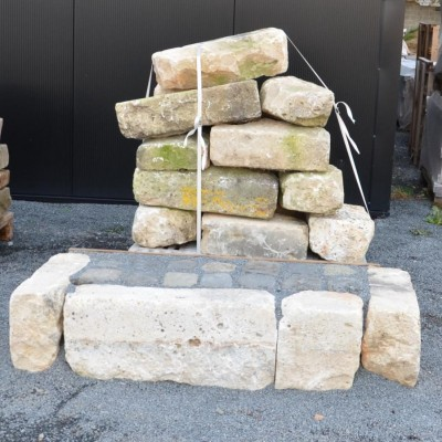 bordure en pierre calcaire rustique - antique limestone kerbs