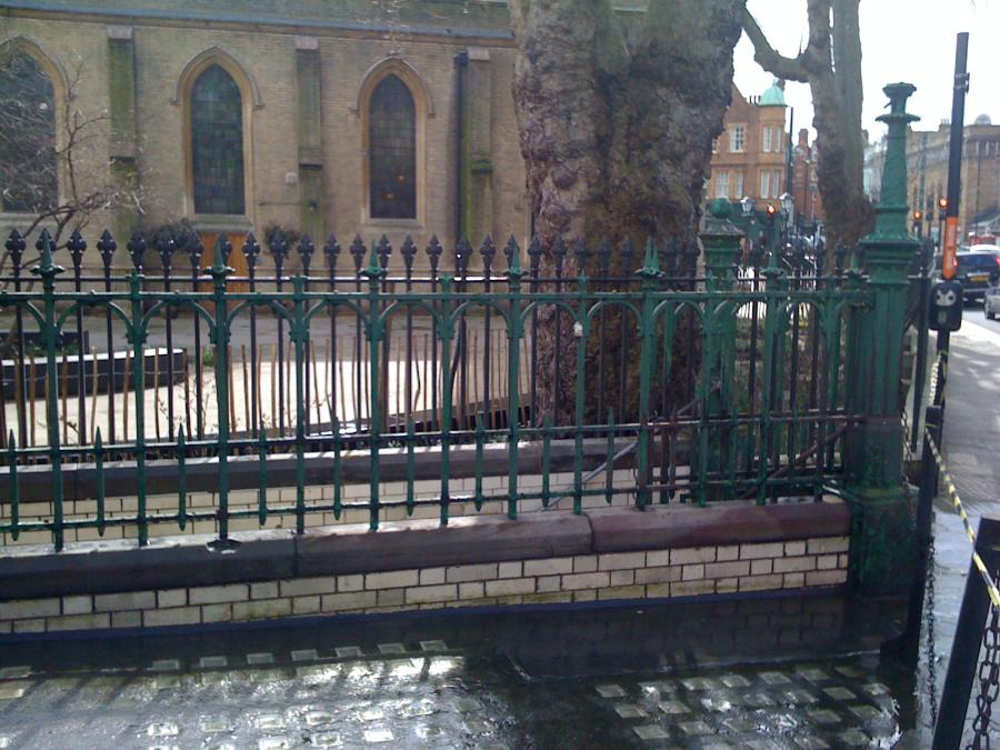 Walter MacFarlane cast iron entrance gate & posts, railings, etc