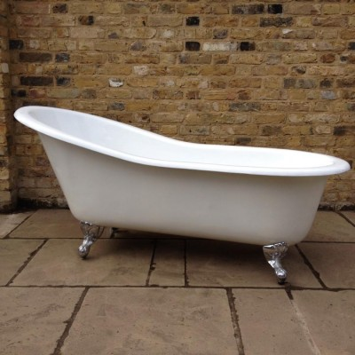 Beautiful White Slipper Bath