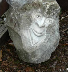 1509230361-Above-One-of-the-stone-carved-heads-left-in-Yorkshire-on-a-villagers-doorstep-Picture-from-Telegraph--1.jpg