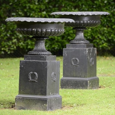 Handyside urns among garden and architectural lots at auction