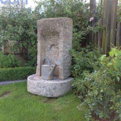 Point d'eau en pierre de granit beige - Granite water point