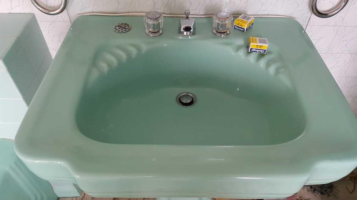 For Sale standard sanitary works bath and basin art deco- SalvoWEB UK