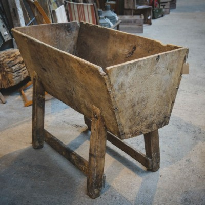 Traditional Elm Manger