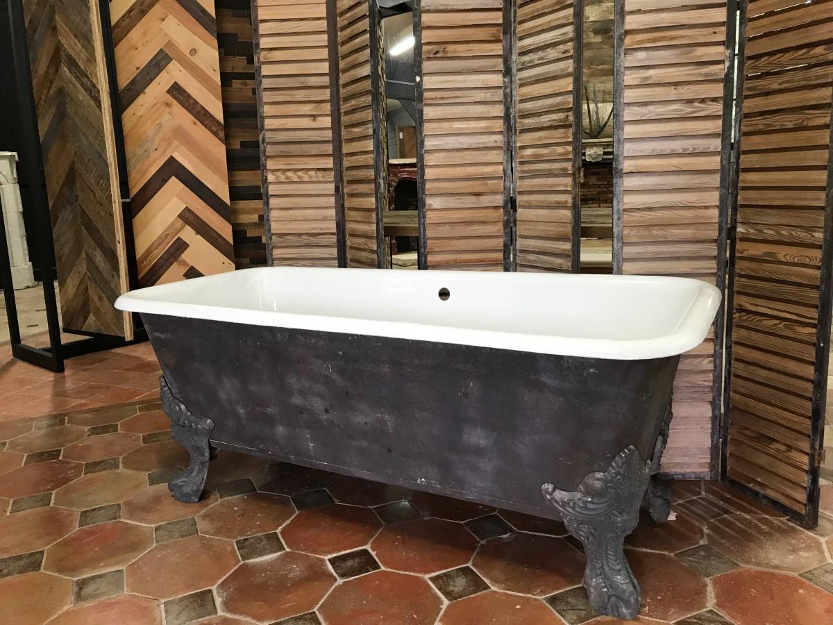 Antique Cast Iron Claw Foot Bathtub