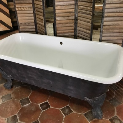 Antique cast iron claw-foot bathtub