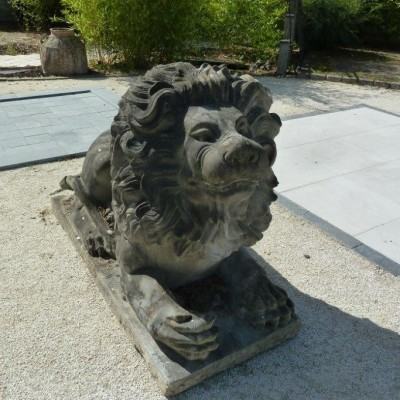 Monumental lions crouching