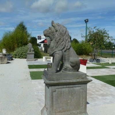 Pair of monumental lions