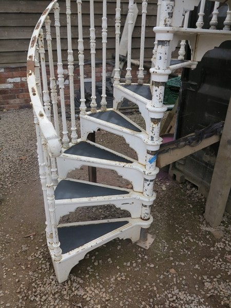 White Antique Cast Iron Spiral Staircase With Landing Plate