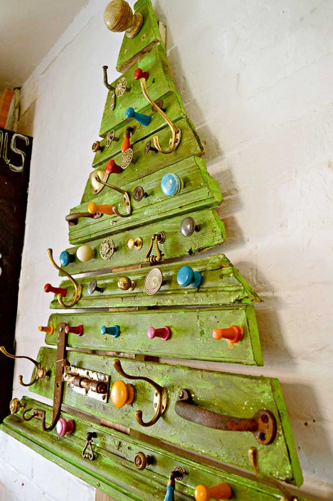 1513698290Upcycled-DIY-wooden-Christmas-tree-s.jpg