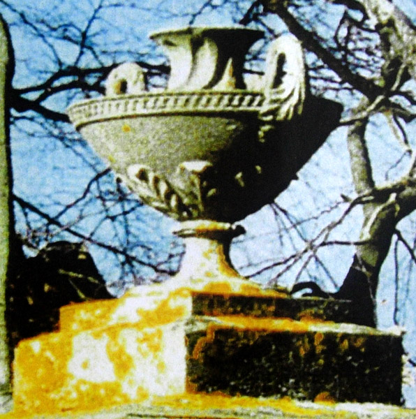 Shallow urn with two handles