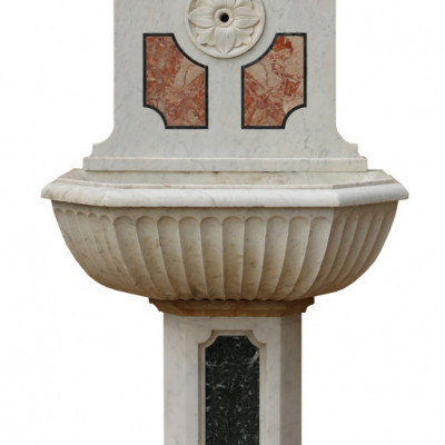 19th Century Italian Three Colour Marble Fountain / Basin