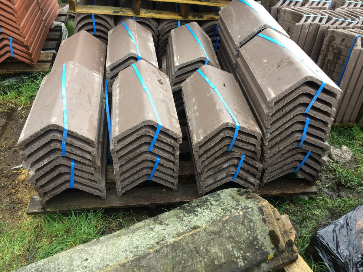 Sandtoft Legged Angle Ridge Tiles Concrete Brown New 400 Available 019