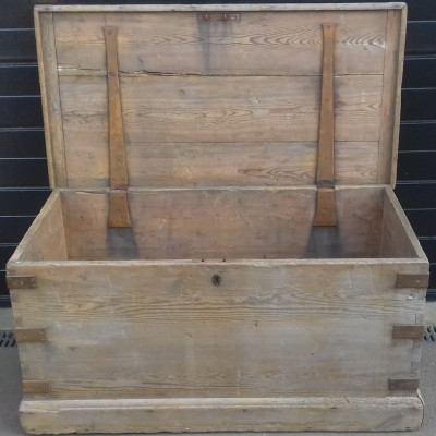 A very large 19th century pine blanket box.