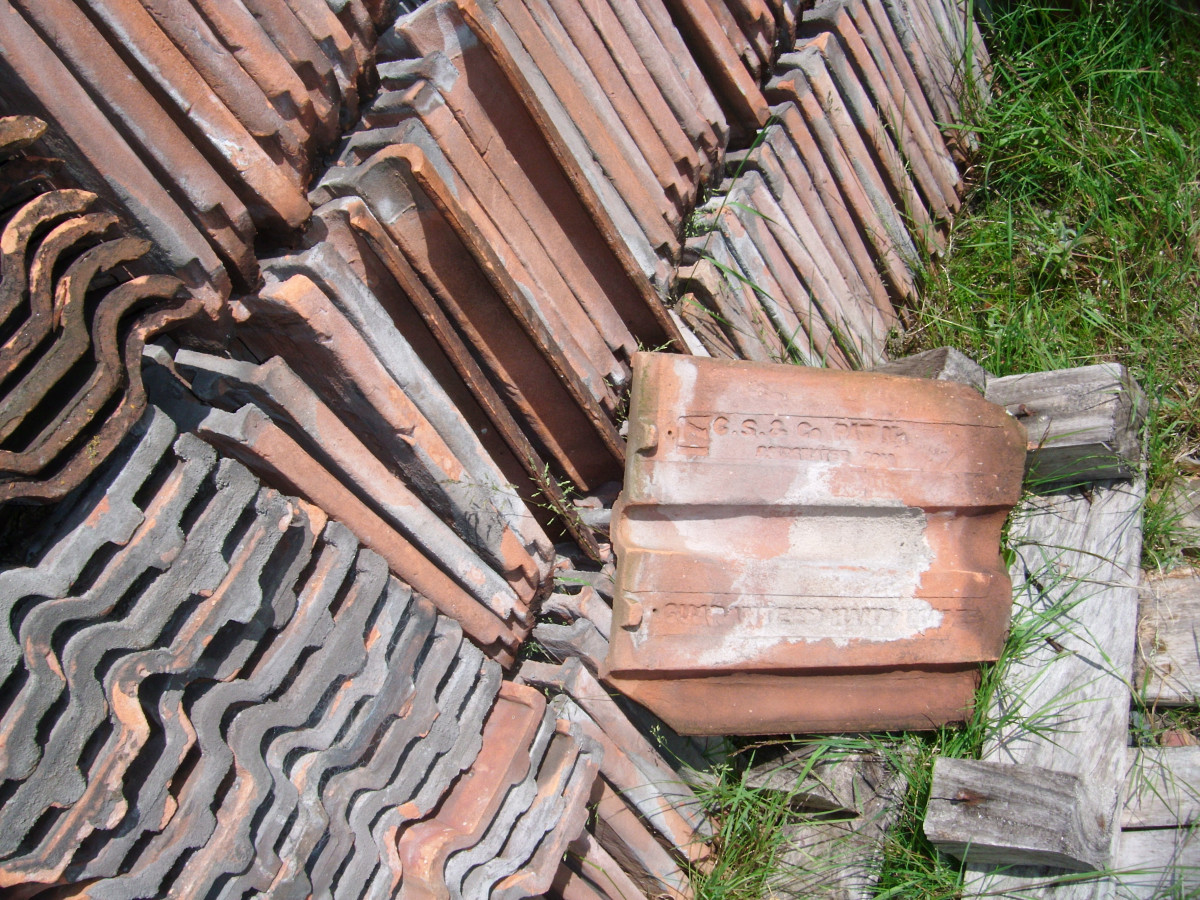 Double roman clay roof tiles