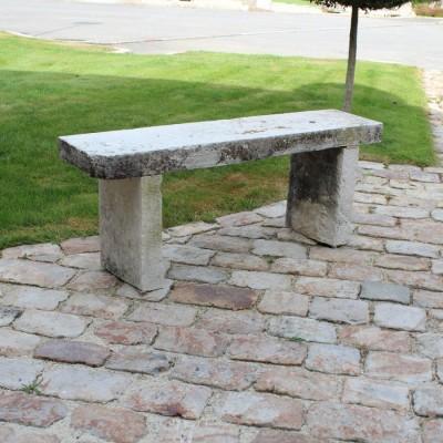 Deux bancs en pierre calcaire - two stone garden benches