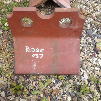 Ridge Tiles Salvaged Victorian Crested Top 2 Hole Red Clay Ridge 037 Qty 4 off