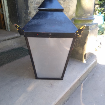 Pub wall mounted lantern