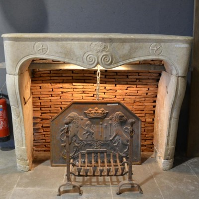 cheminee en pierre calcaire - Antique French stone fireplace