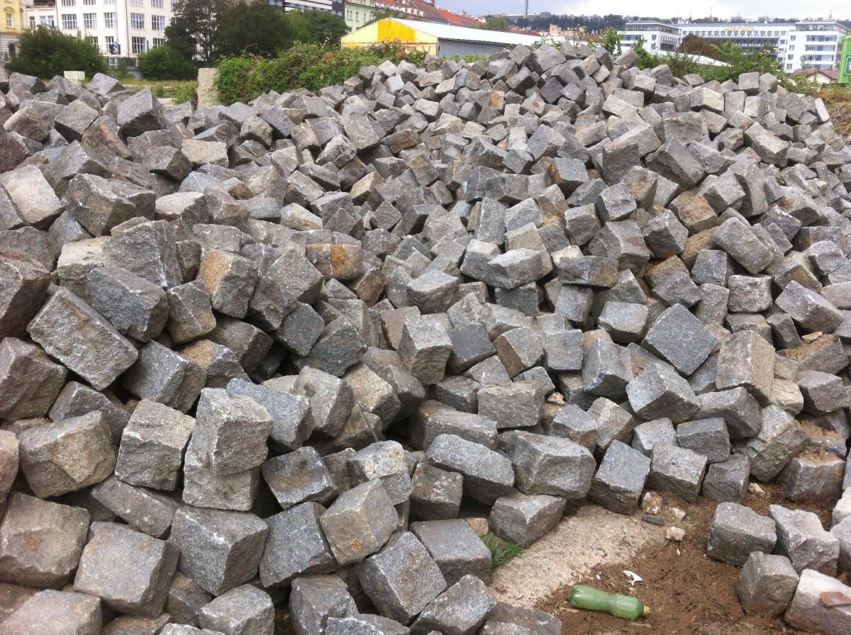 Reclaimed granite Jumbo cobblestonnes - 50 tons