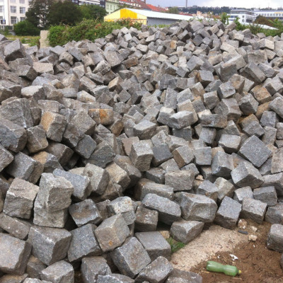 Reclaimed granite Jumbo cobblestonnes - 50 tons
