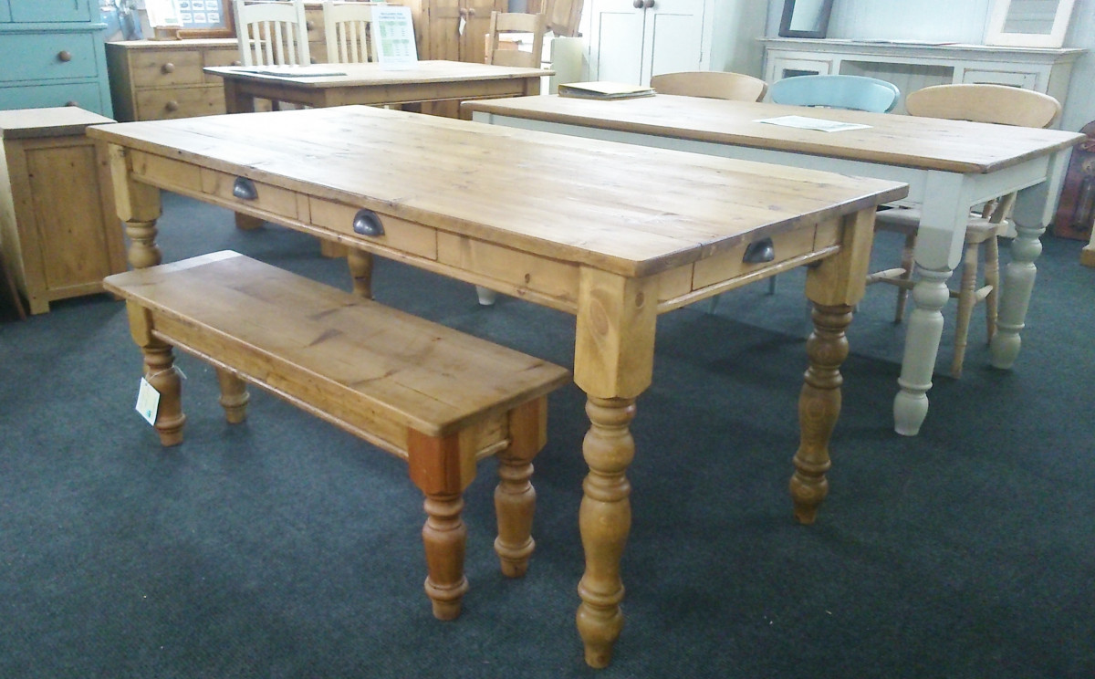 6ft x 3ft waxed old pine table.