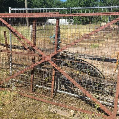 Second hand gates