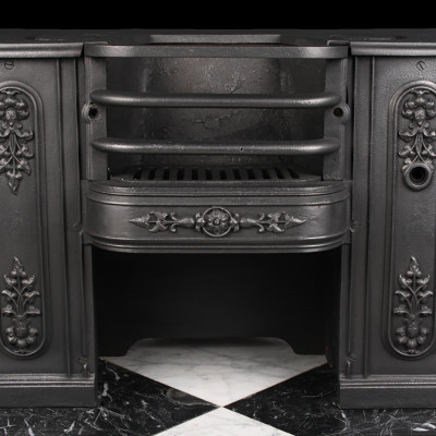 A Regency hob grate decorated with moulded front panels, Early 19th century.