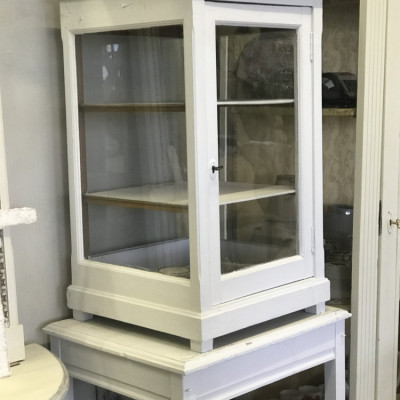 Shop display cupboard