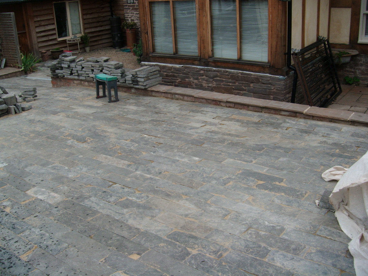 Cobbles , stone sets natural stone paving