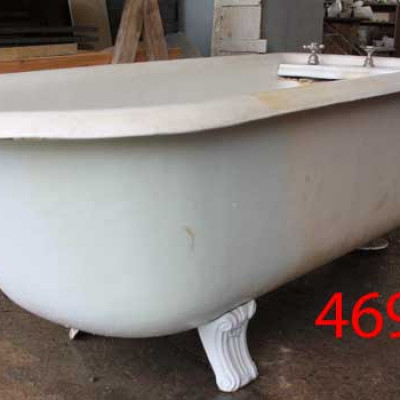 Doulton & Co cast iron, roll top plunger bath