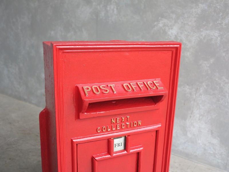 Excellent fully refurbished original post box