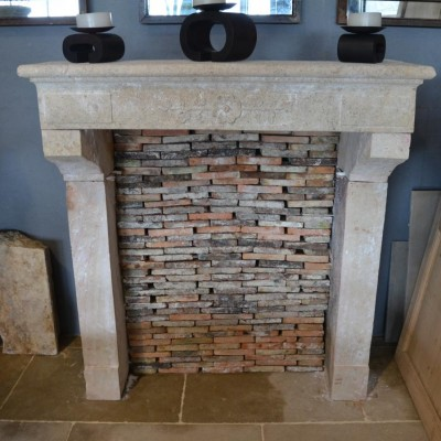 cheminee en pierre - antique French limestone fireplace
