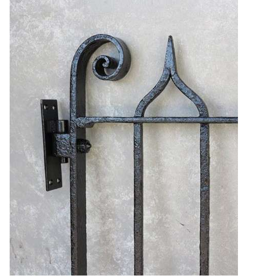 Excellent pedestrian gate with hinges and latch, ready to fit