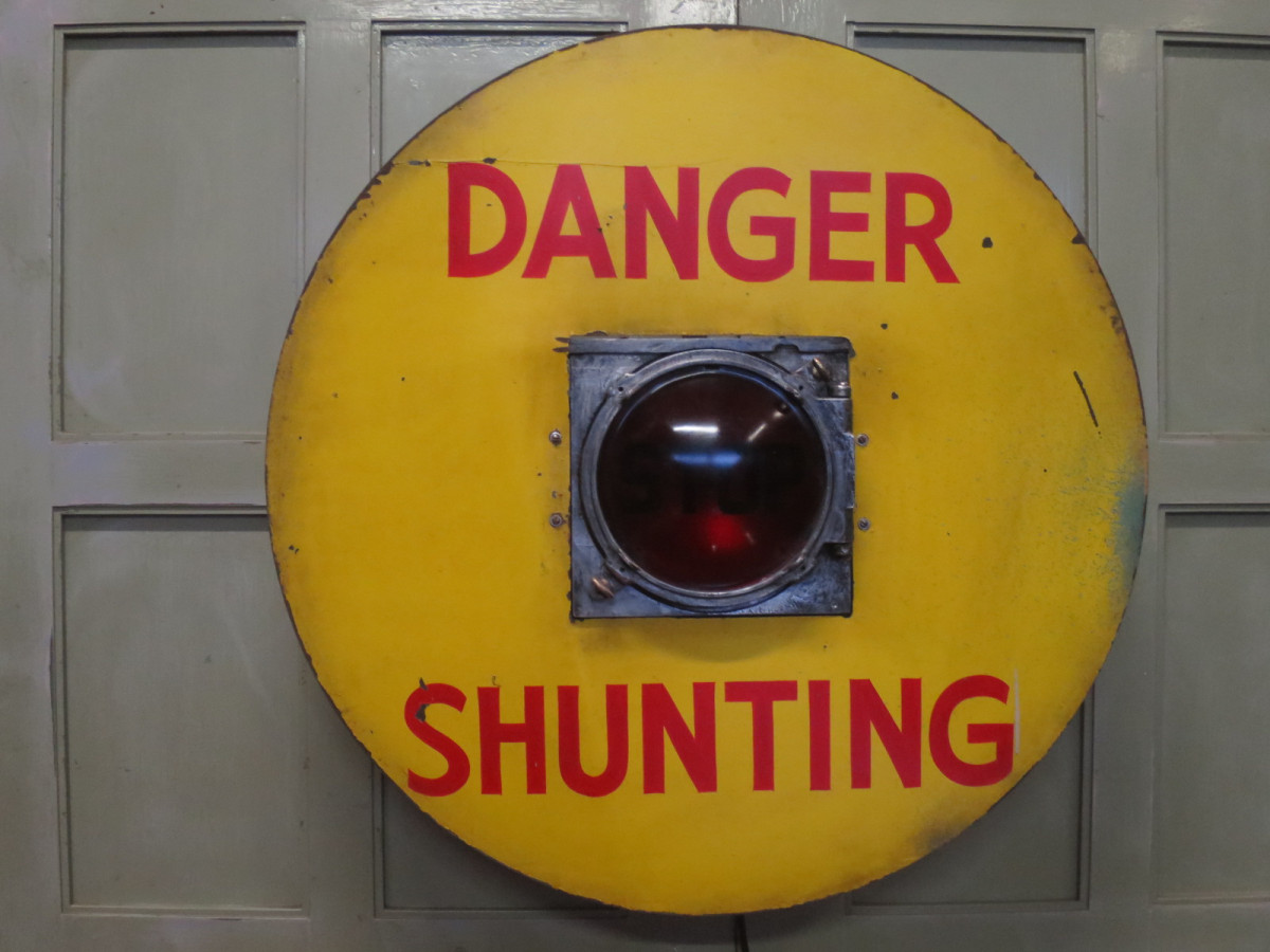 railway shunting stop light
