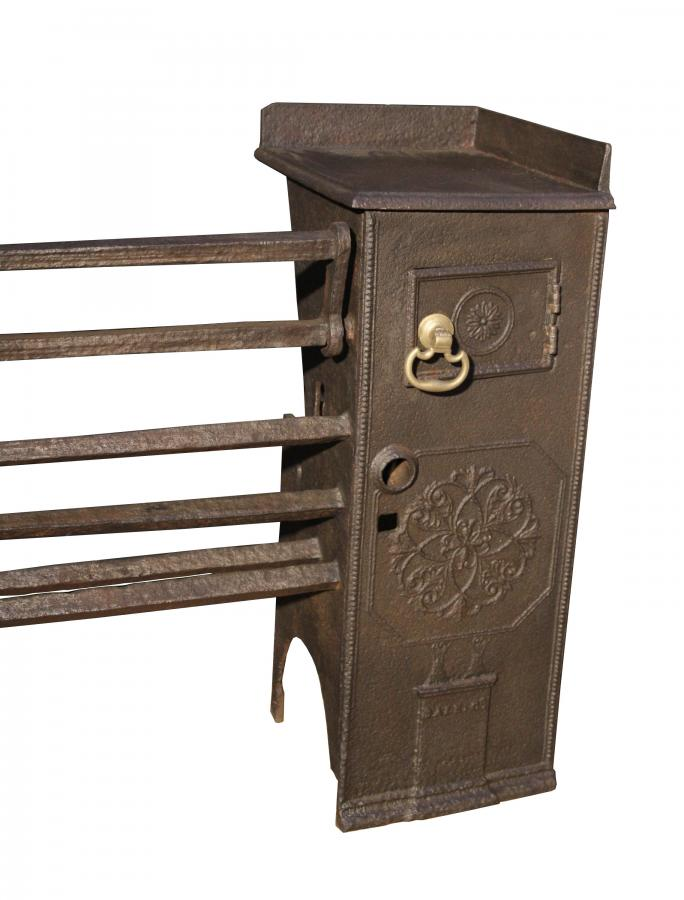 A late 18th C. Coalbrookdale cast iron kitchen grate