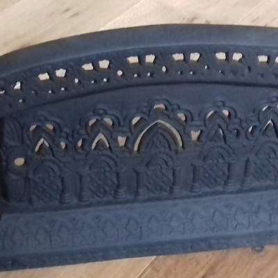 Victorian cast iron 'Tidy Betty' fender.
