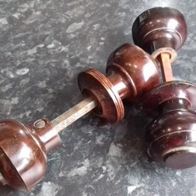 2 pairs of bakelite door knobs
