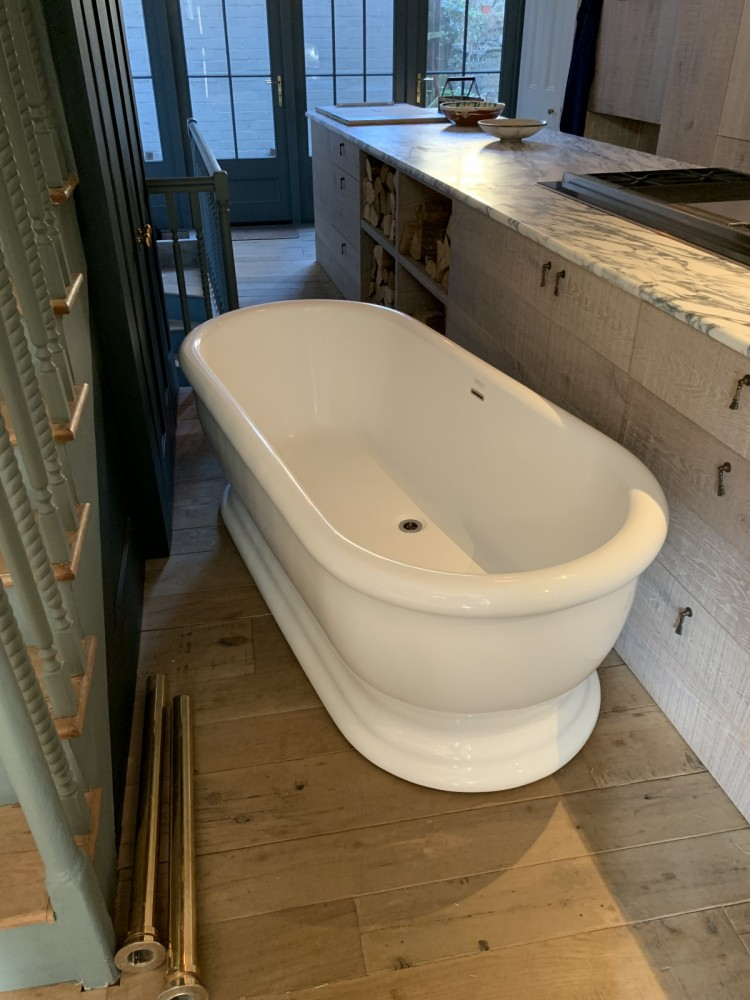 Free standing Heritage acrylic bath with heritage freestanding taps. Full kit.