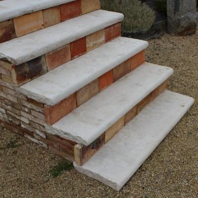 marche margelle en pierre calcaire - antique steps in limestone