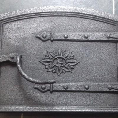Victorian 14″ cast iron bread oven door & frame.
