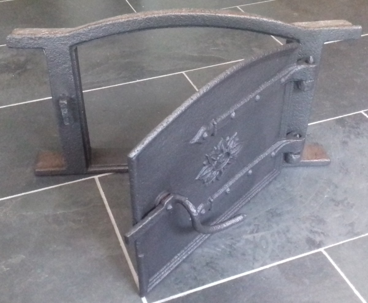 Victorian 14″ cast iron bread oven door & frame.