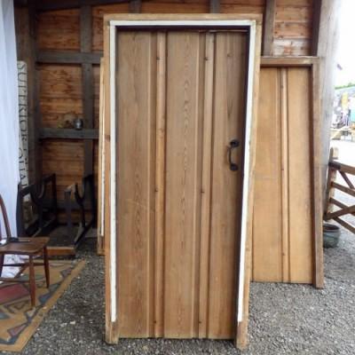 RECLAIMED PINE DOORS WITH CASINGS