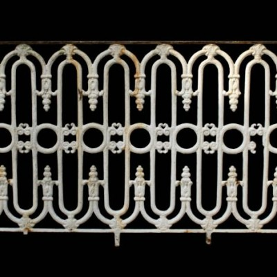 8.6 m run of Victorian cast iron railing