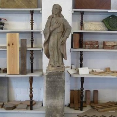 Sculpture on base Piedestal