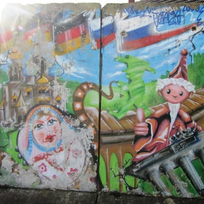 Pair of painted berlin-wall - Mur de Berlin paint