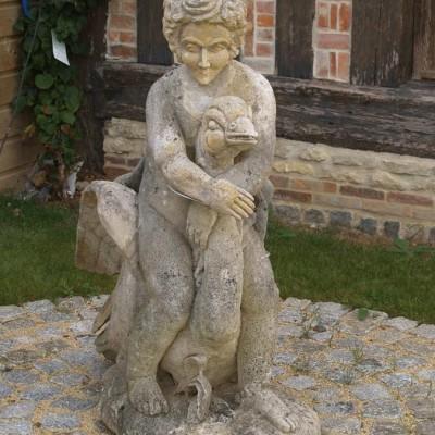 statue cherubin et cygne / swan or goose boy statue